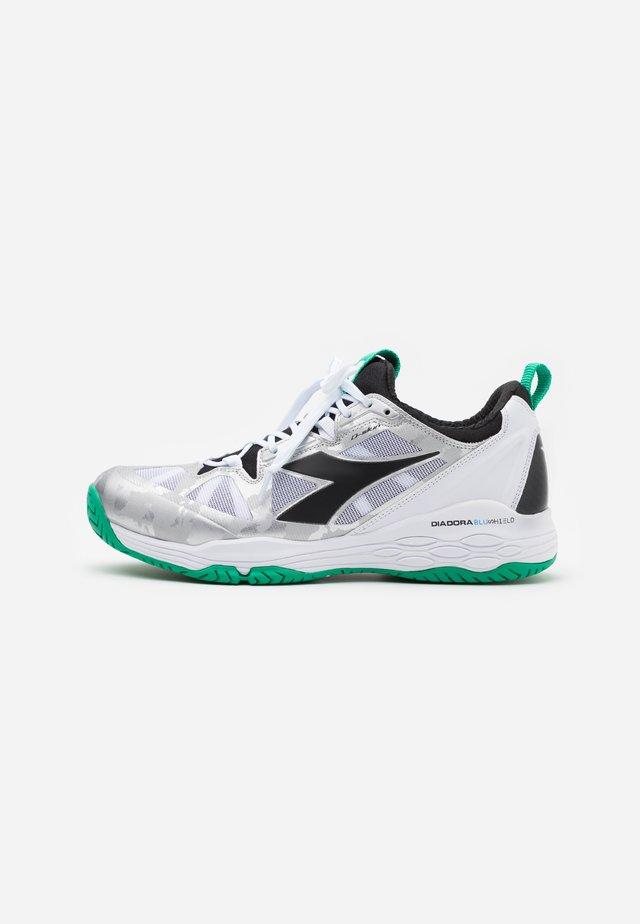 SPEED BLUSHIELD FLY 2 + AG - Tennisschoenen voor alle ondergronden - white/holly green/black
