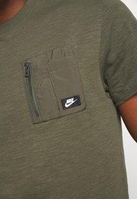 Nike Sportswear - Basic T-shirt - khaki - 5