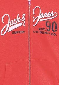 Jack & Jones Junior - JJELOGO ZIP HOOD - Vetoketjullinen college - true red - 2