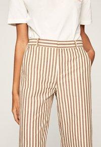 Pepe Jeans - Spodnie materiałowe - brown - 4