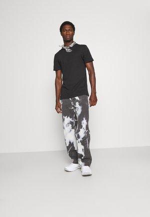 3 PACK - Camiseta básica - black/mottled dark grey/bordeaux