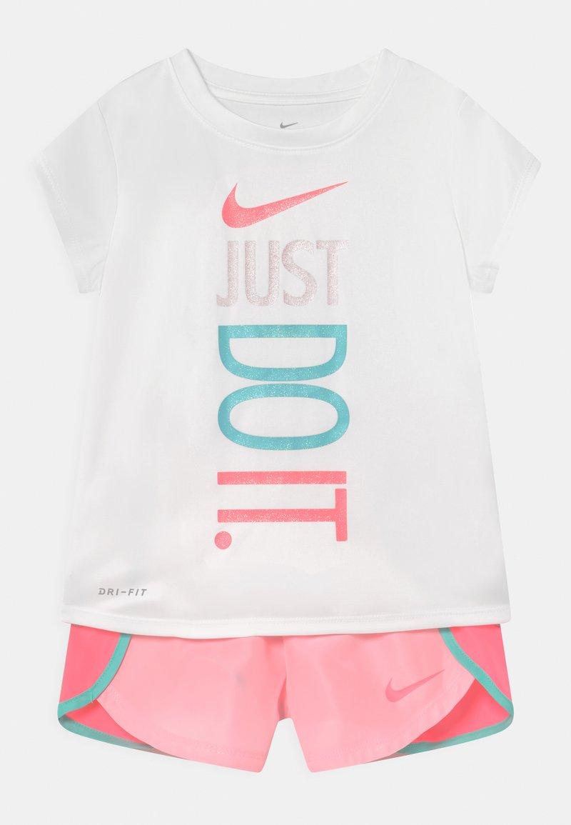 Nike Sportswear - SPRINTER SET - Camiseta estampada - arctic punch