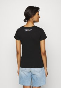 Calvin Klein Jeans - SMALL FLAG SLIM TEE - Print T-shirt - black - 2