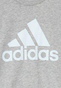 adidas Performance - TEE - Camiseta estampada - mottled grey - 3