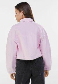 Bershka - MIT PUFFÄRMELN  - Denim jacket - pink - 2