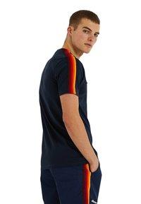 Ellesse - LA VERSA - Print T-shirt - blau - 1