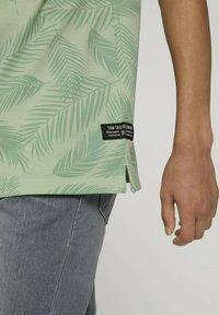 TOM TAILOR DENIM - Polo shirt - mint palm leaves print - 3