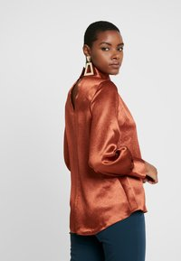 Closet - HIGH NECK GATHERED BLOUSE - Blouse - rust - 2