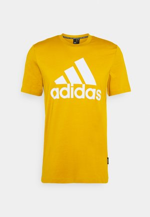 ESSENTIALS SPORTS SHORT SLEEVE TEE - T-shirt con stampa - legacy gold