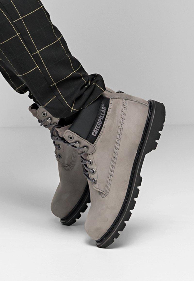 Cat Footwear - COLORADO  - Šněrovací kotníkové boty - medium charcoal