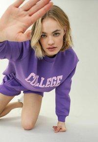 Pimkie - MIT RUNDHALSAUSSCHNITT - Sweatshirt - violett - 3