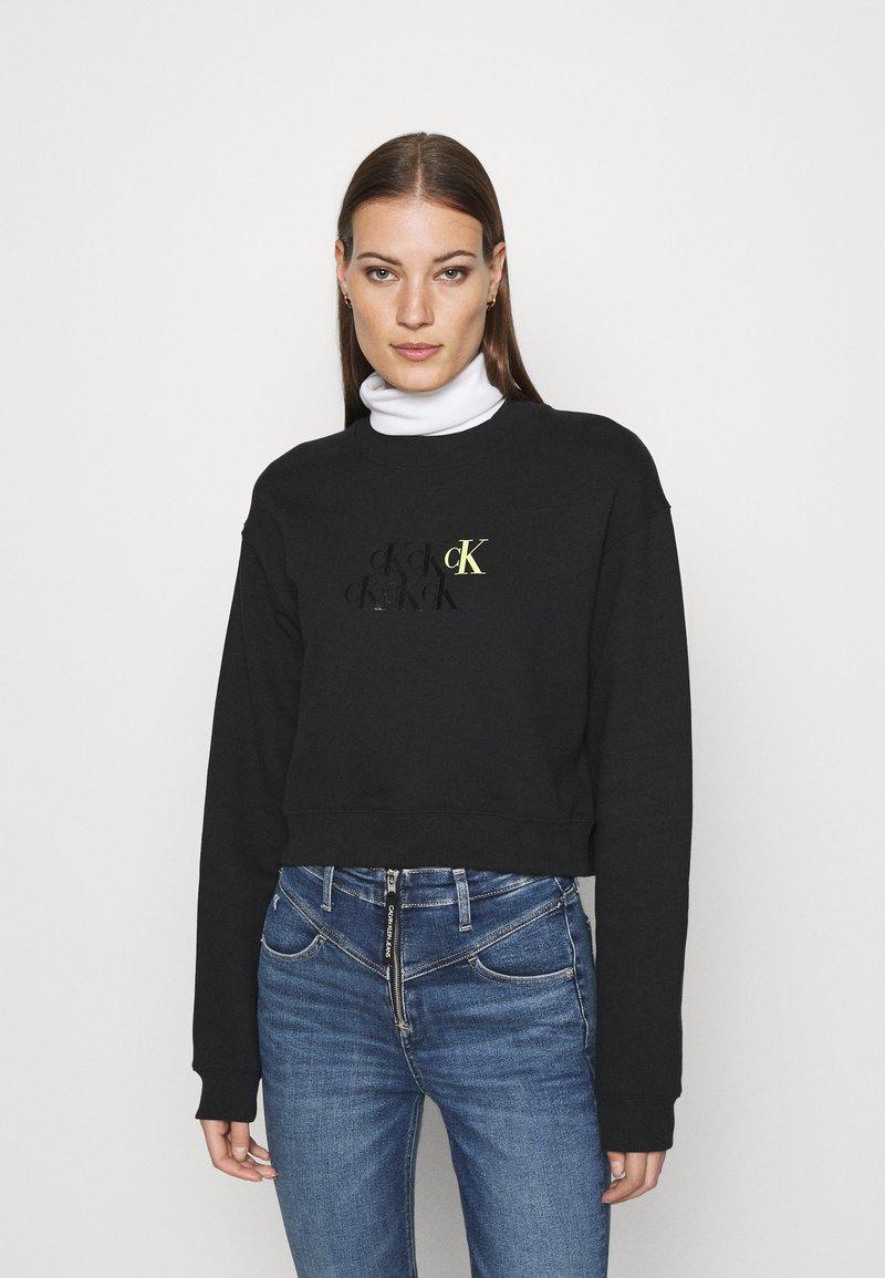 Calvin Klein Jeans - MONOGRAM CROPPED - Sweatshirt - black
