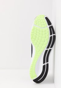 Nike Performance - AIR ZOOM PEGASUS 37 - Obuwie do biegania treningowe - black/ghost green/valerian blue - 4