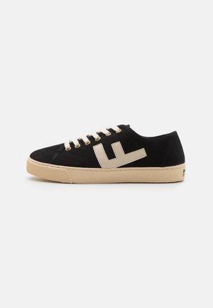 RANCHO V.2 UNISEX - Sneakersy niskie - black/ivory