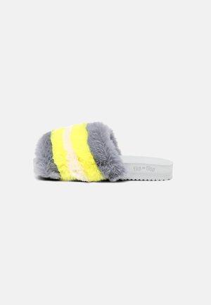 POOL LUSH - Slippers - ice grey