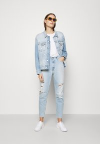 Calvin Klein Jeans - MOM - Jeansy Relaxed Fit - blue - 1