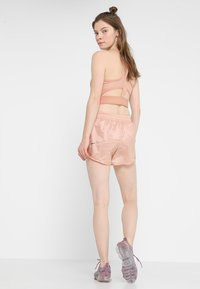 Nike Performance - TEMPO SHORT TECH PACK - Sports shorts - rose gold/reflective black - 2