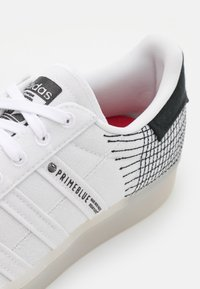 adidas Originals - SUPERSTAR PRIMEBLUE UNISEX - Tenisky - chalk/white/core black - 5