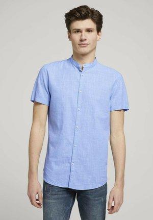 Skjorta - light blue white fil a fil