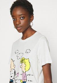 JDY - PEANUT LIFE PRINT - Print T-shirt - cloud dancer - 3