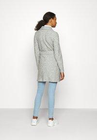 Vero Moda - VMBRUSHEDDORA JACKET - Zimní kabát - light grey melange - 2