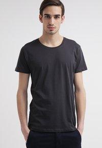Selected Homme - SHPIMA NEW DAVE - Basic T-shirt - phantom - 1