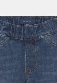 GANT - ARCHIVE SHIELD UNISEX - Slim fit jeans - semi light indigo - 2