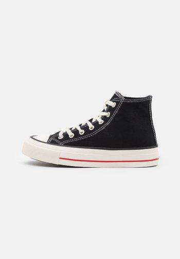 BRITT RETRO - Sneakersy wysokie - black
