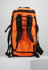 The North Face - BASE CAMP DUFFEL M UNISEX - Sports bag - persian orange/black - 6