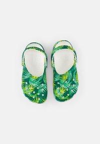Crocs - CLASSIC CLOG - Mules - white/multi - 3