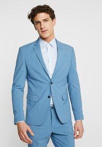 Lindbergh - Kostym - sky blue - 2