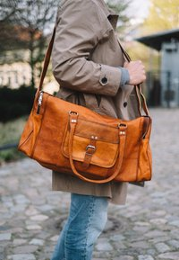 Gusti Leder - Weekend bag - brown - 1