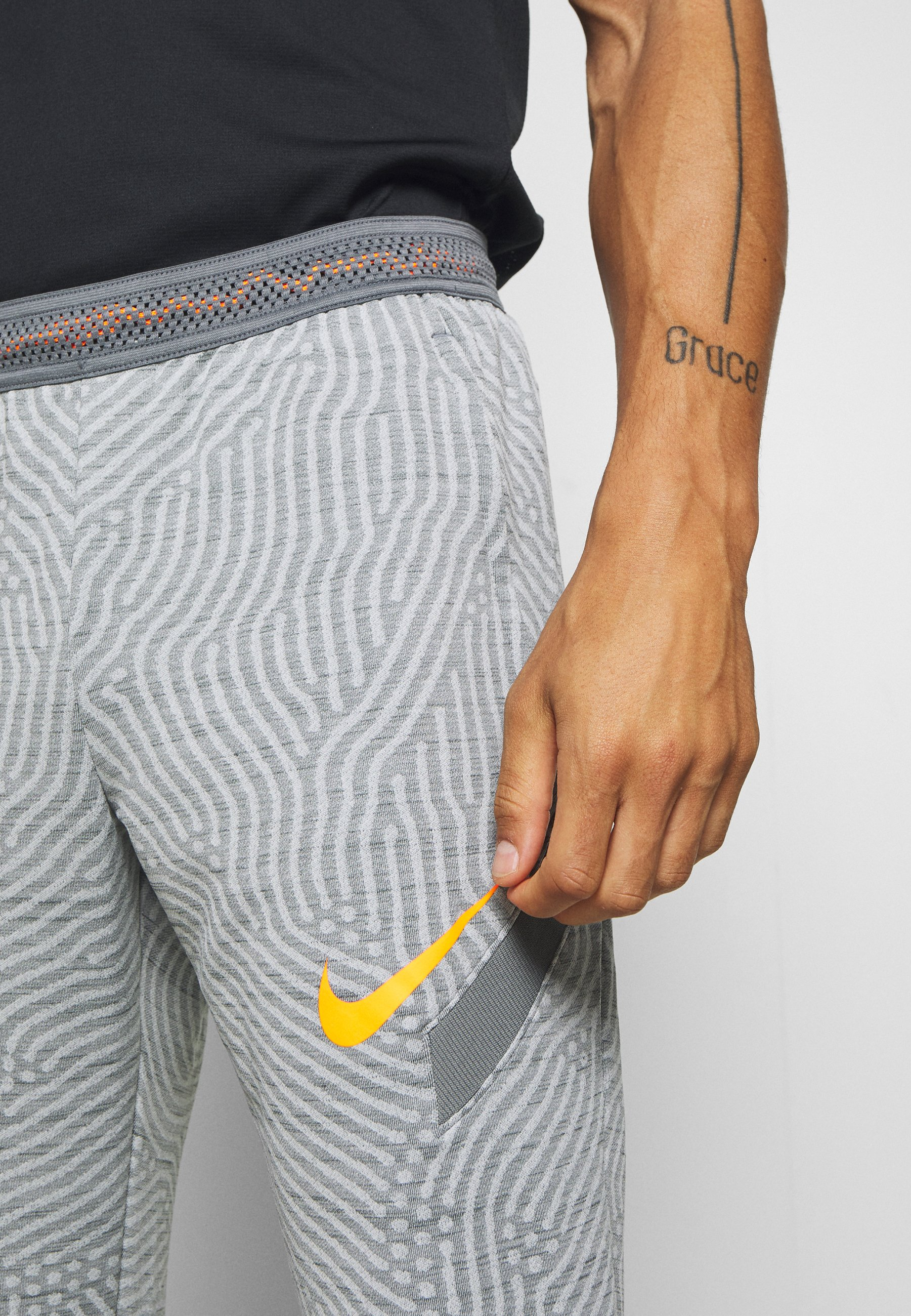 Nike Performance Dry Strike Pant - Joggebukse Smoke Grey/heather/smoke Grey/total Orange