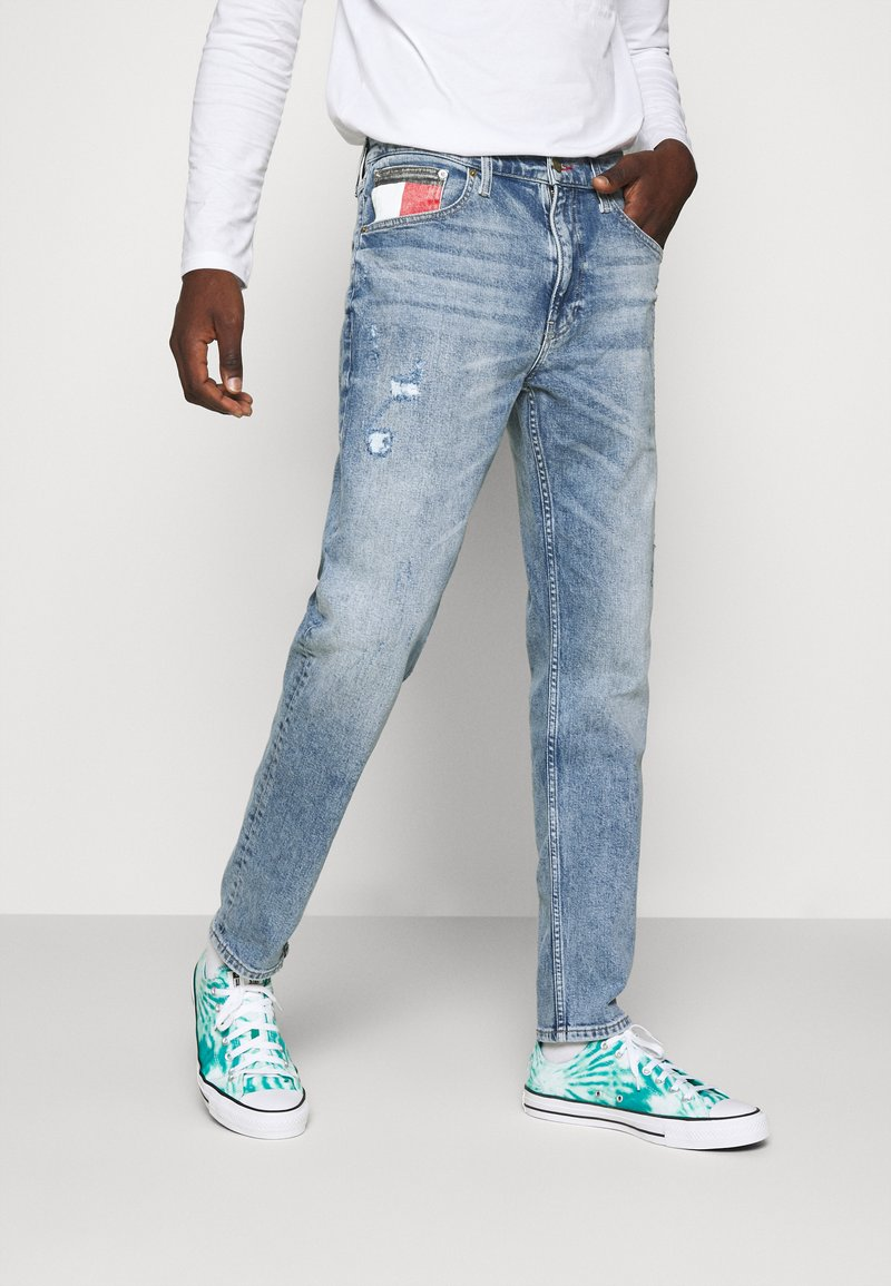 Tommy Jeans - REY RELAXED TAPERED - Relaxed fit jeans - philly light blue comfort dest
