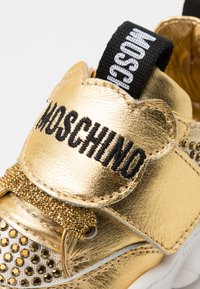MOSCHINO - Trainers - gold - 5