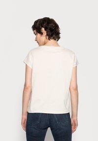 Opus - SULAKI - Basic T-shirt - pebble stone - 2