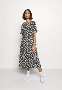 Dorothy Perkins Petite - DAISY SPOT MIDI DRESS - Denní šaty - black - 0