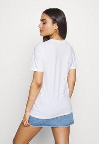 Missguided Petite - CHERUB - Camiseta estampada - white - 2