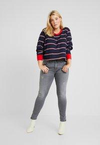 Urban Classics Curvy - LADIES SHORT DYED SKATE STRIPE - Long sleeved top - midnightnavy/red - 1