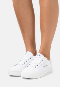 Calvin Klein Jeans - CUPSOLE LACEUP - Joggesko - bright white - 0
