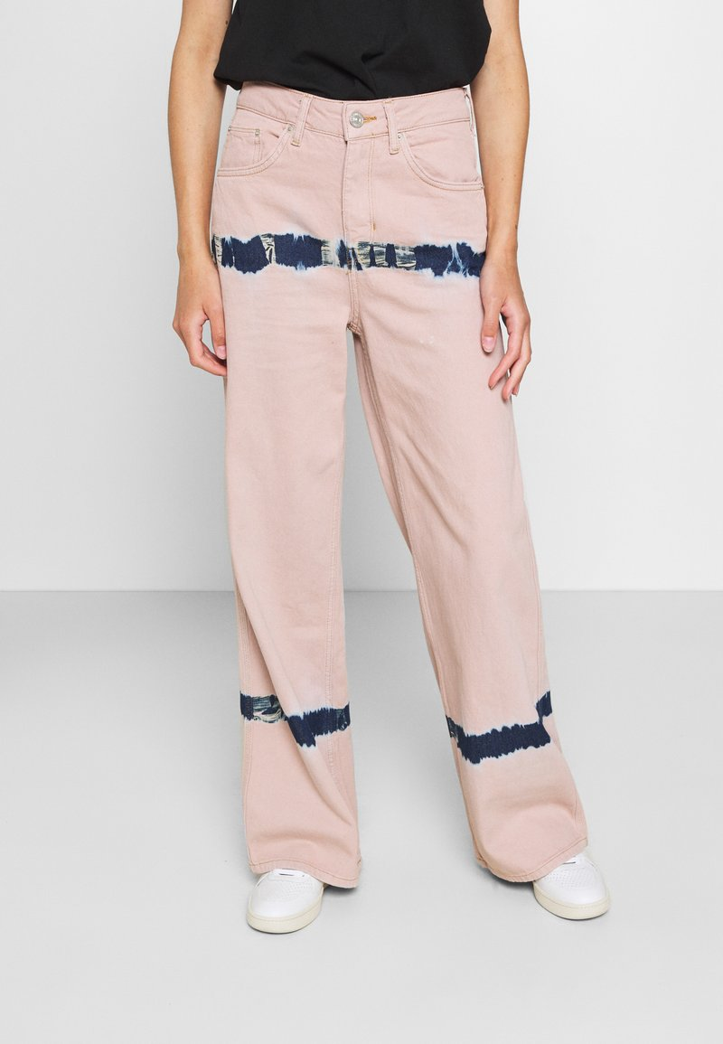 BDG Urban Outfitters - PUDDLE  - Vaqueros boyfriend - pink tie dye