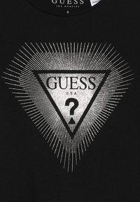 Guess - JUNIOR - Camiseta estampada - jet black - 3