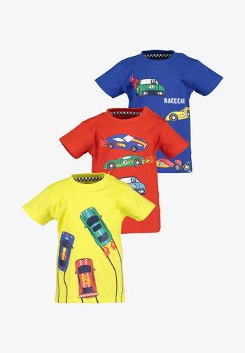 RACECARS - Print T-shirt - yellow