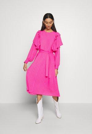 ZAGA DRESS - Sukienka letnia - pink/red