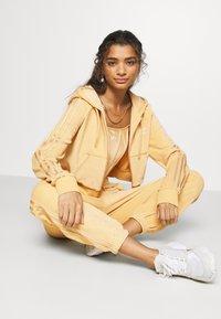 adidas Originals - CROP HOOD - Zip-up hoodie - hazbei - 1