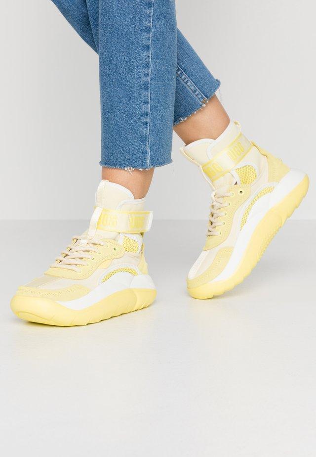 LA CLOUD - Korkeavartiset tennarit - yellow