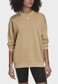 adidas Originals - TREFOIL ESSENTIALS SWEATSHIRT - Sweatshirt - beige - 4