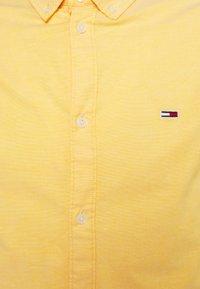 Tommy Jeans - SLIM STRETCH OXFORD - Skjorta - orange - 2