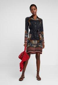 Desigual - VEST SUAM - Košilové šaty - black - 1
