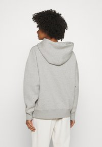 CLOSED - HOODIE WITH WHITE LOGO ACROSS CHEST - Sweatshirt - grey - 2
